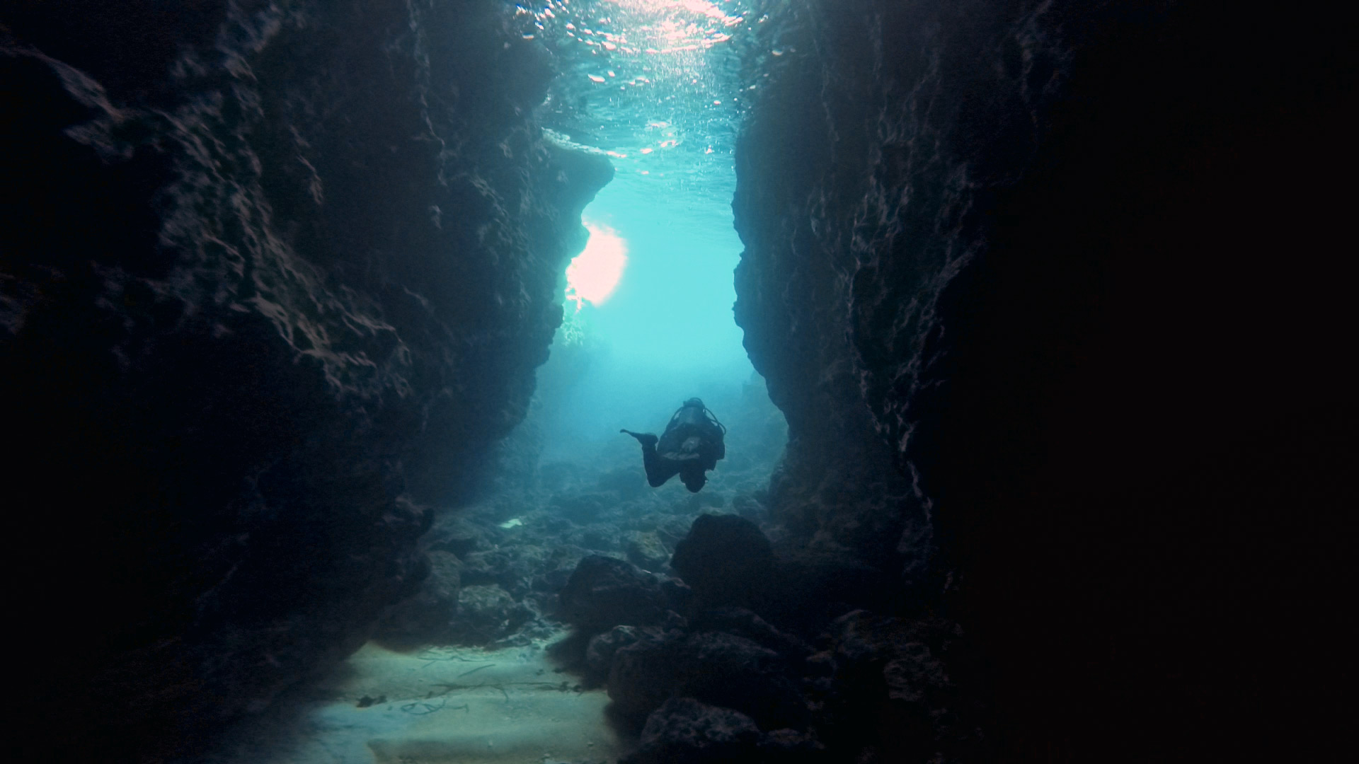 Diver in the tunnel to Inland Sea