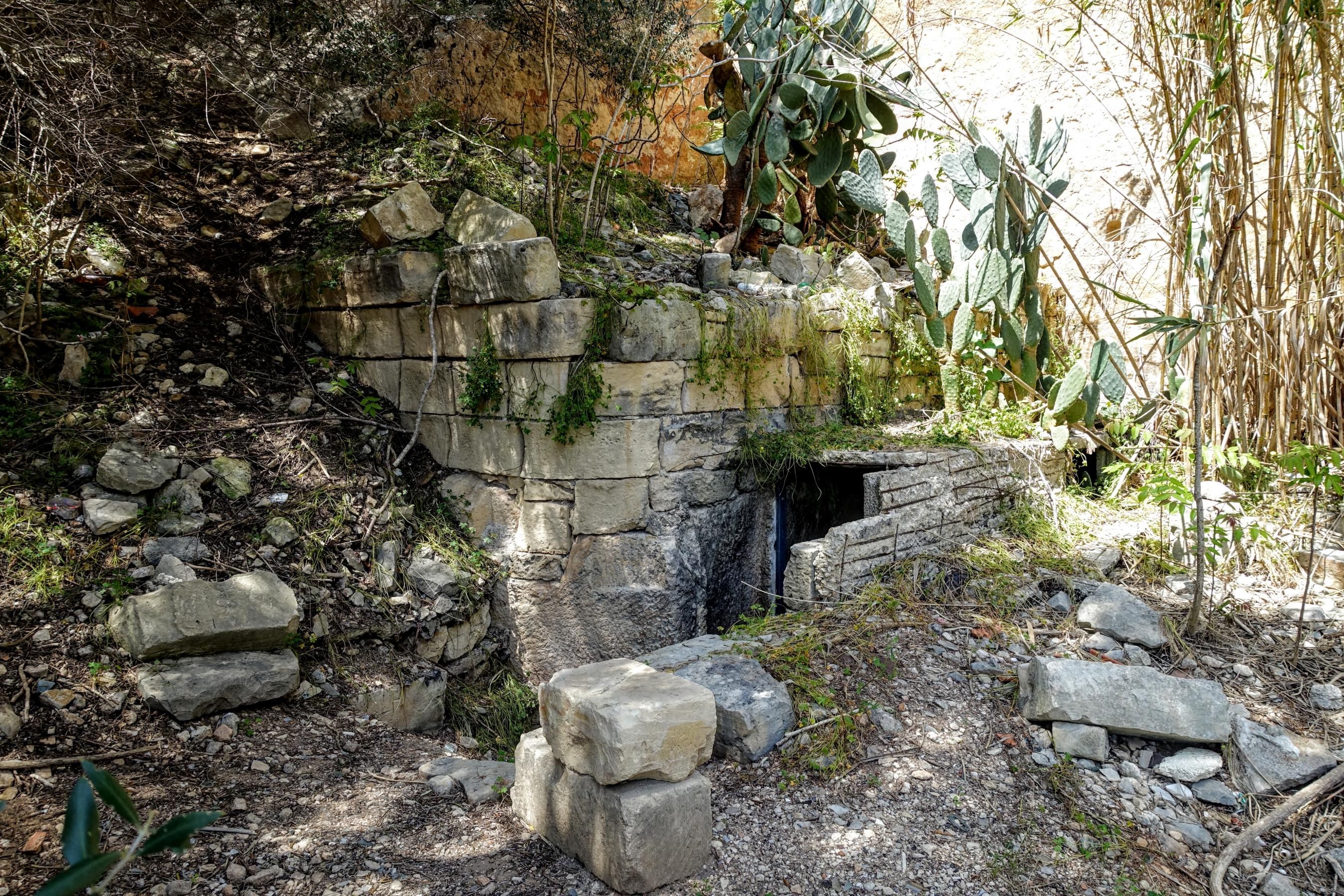 Harq Hamiem Cave entrance [Sven Midensol]