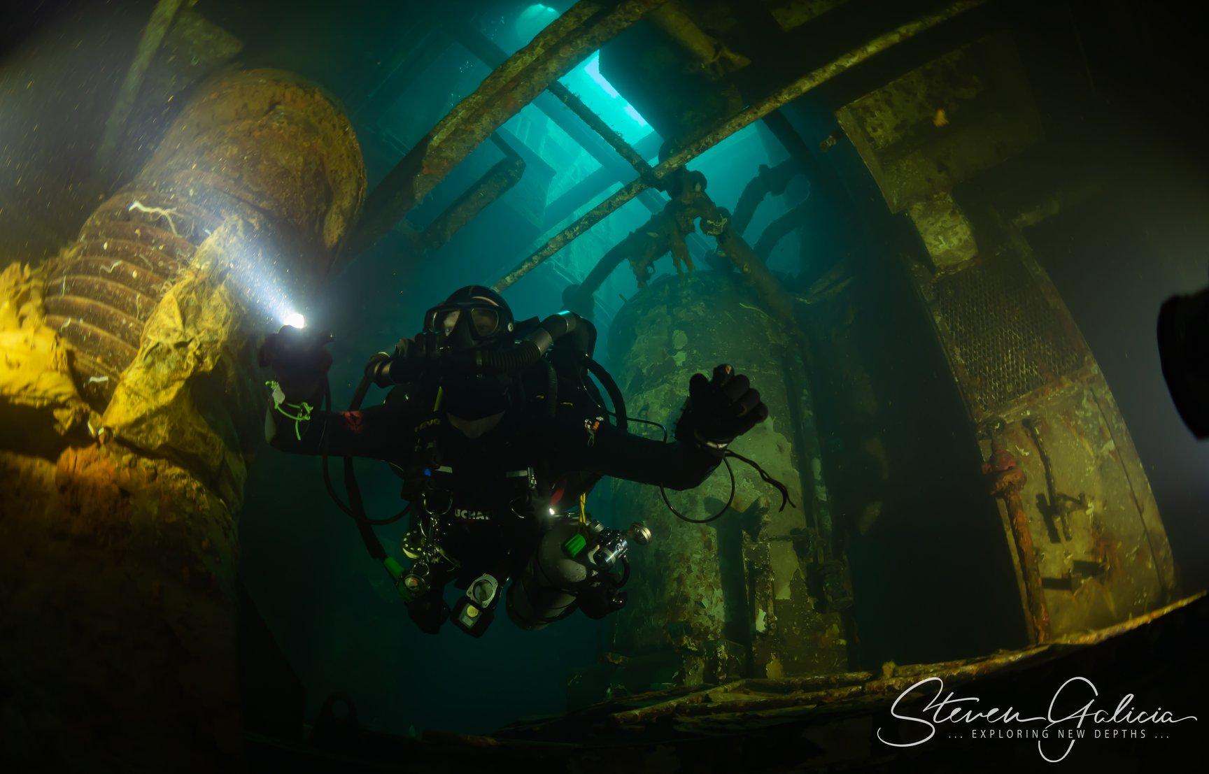 Engine room [Steven Galicia]