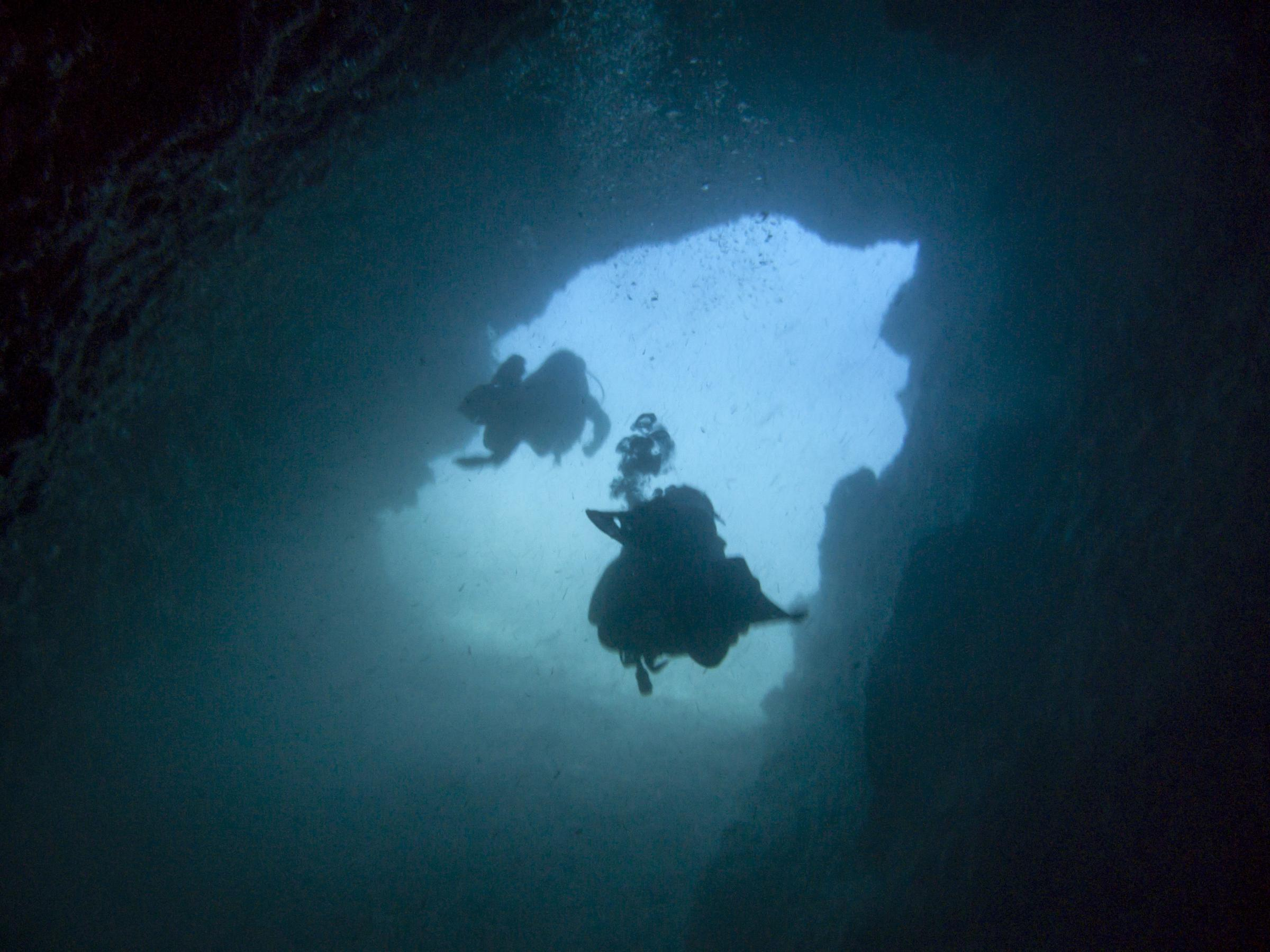 Divers entering the cave in Devil's Reef
