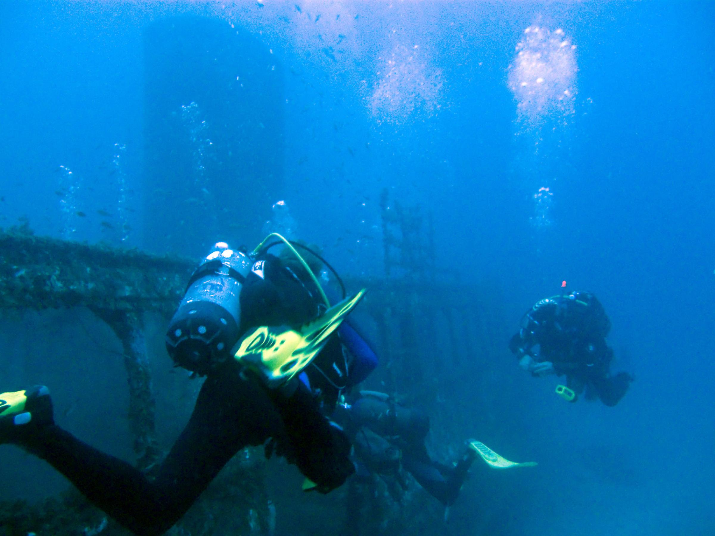Divers at Imperial Eagle wreck