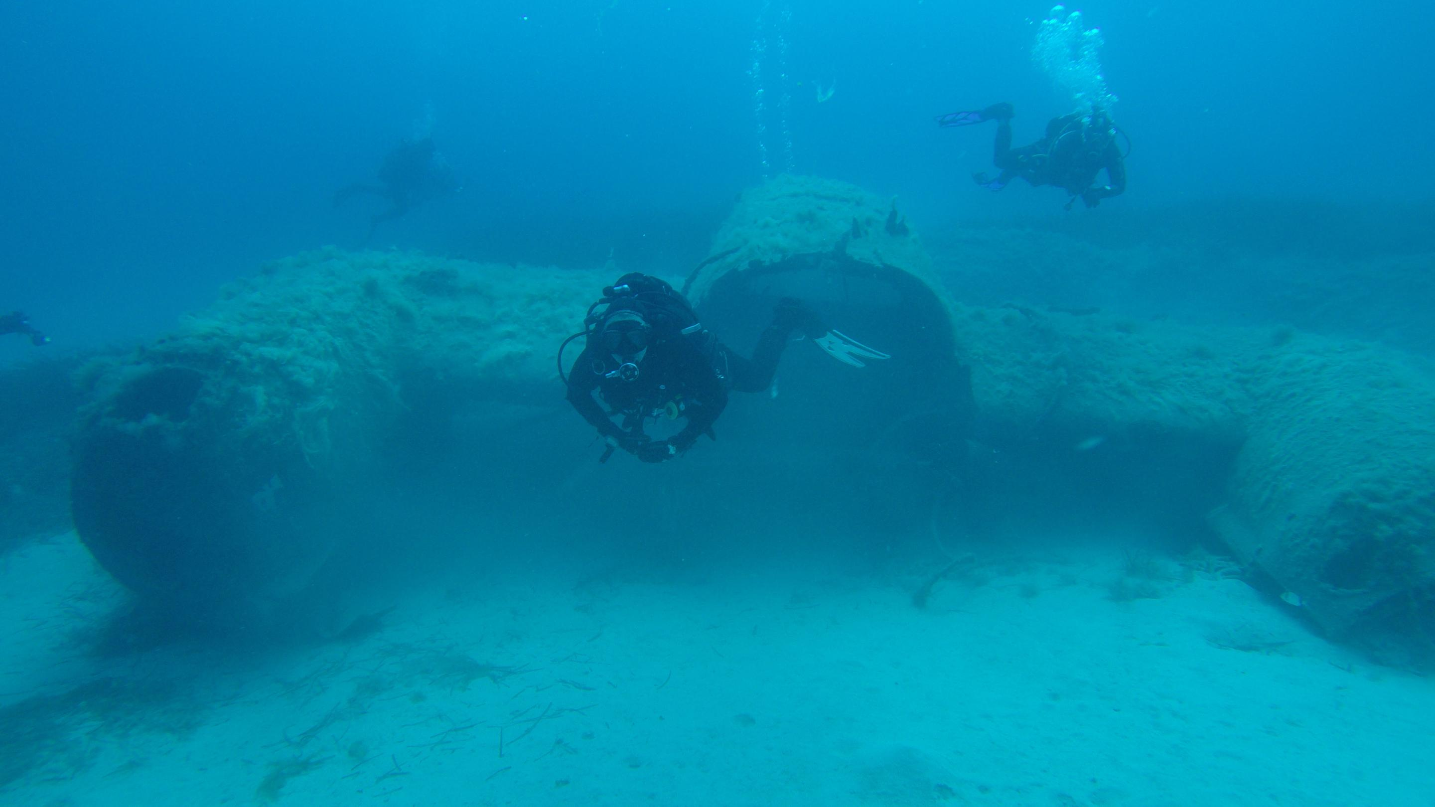 Divers at Lockheed Neptune wreck