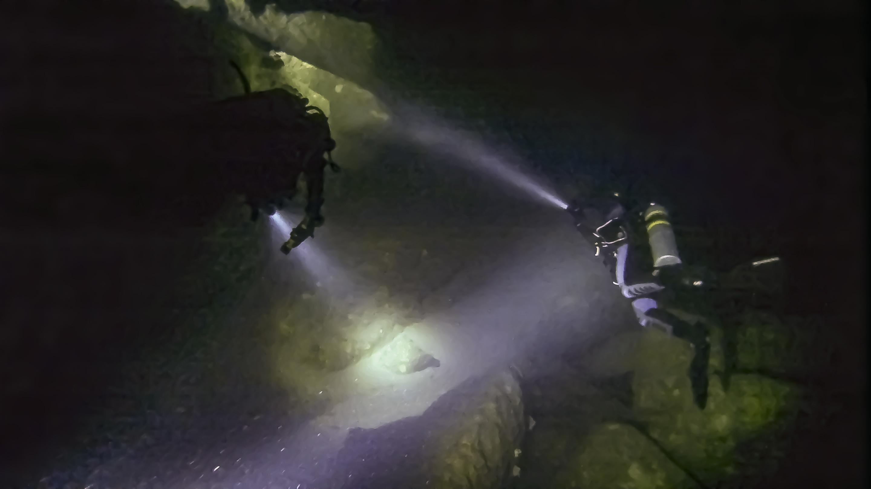 Boulders inside Billinghurst Cave